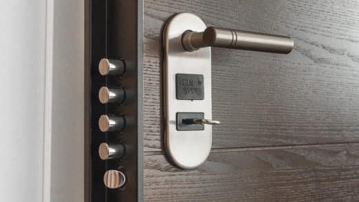 Porte d'entrée : les astuces pour se prémunir des cambriolages