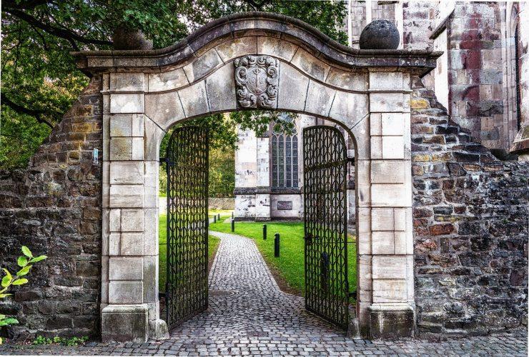 Les meilleurs moyens d'entretenir un portail en fer, notamment pendant l'hiver