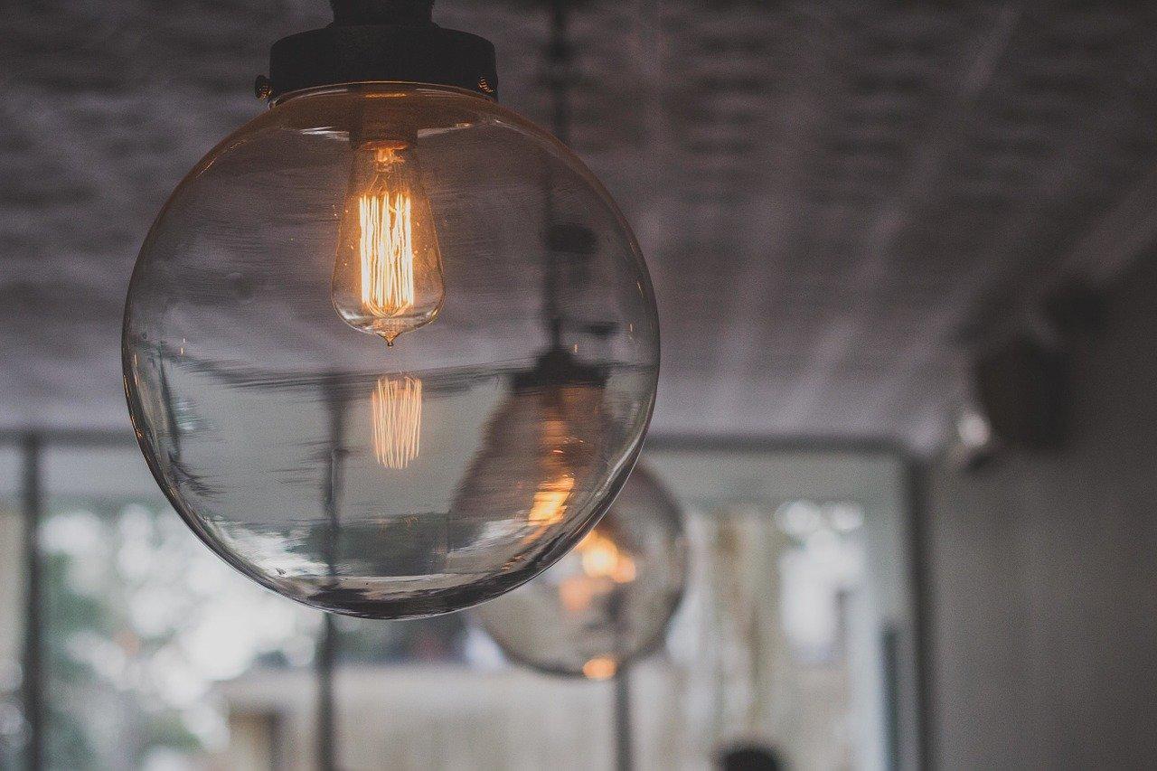 Comment bien choisir son luminaire de plafond?