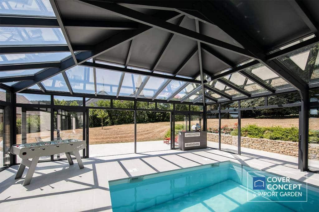 piscine dans véranda