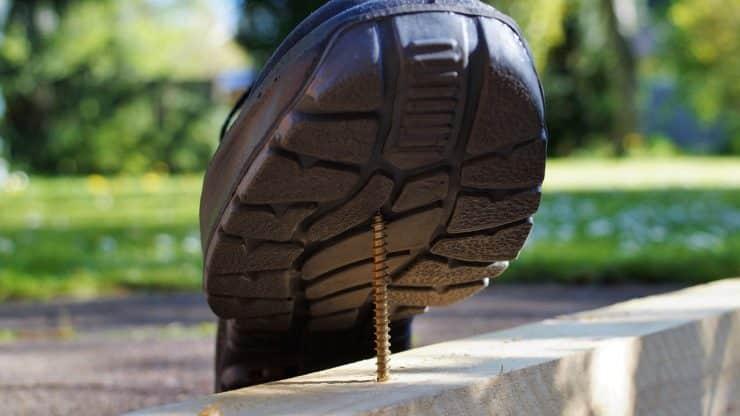 Protégez vos pieds lorsque vous entretenez votre maison