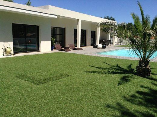2 bonnes raisons de choisir le gazon synthétique pour l'aménagement extérieur de votre maison
