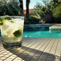 Pourquoi préférer le carrelage pour revêtir sa piscine?