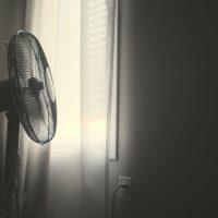 Comment choisir le meilleur ventilateur sur pied pour rester à l'aise pendant l'été