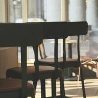 Remplacement assise chaise bistrot: comment procéder ?