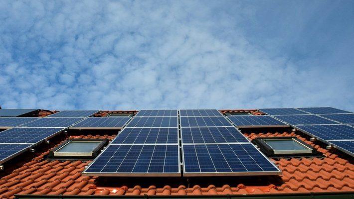 Comment installer des panneaux solaires sur un toit ?